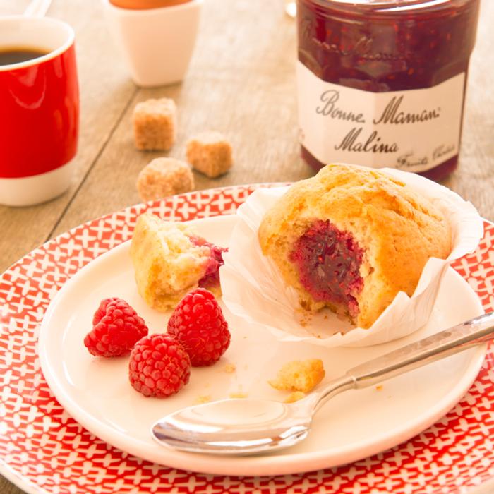 Przepis - Muffinki z konfiturą malinową  - Bonne Maman
